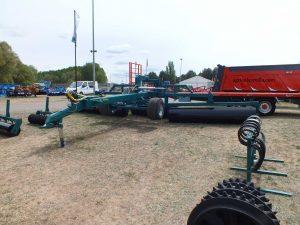 Fabricante líder de rodillos agrícolas, molones y carros porta-peine de cosechadora
