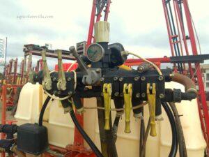 Pulverizador semi nuevo de 1.200 litros marca Sanz