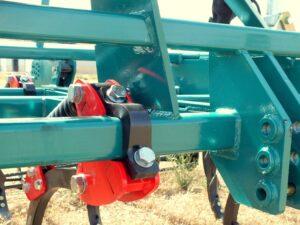 Cultivador Chisel de brazo de 50x30 de gran despeje similar a las marcas Gaher Metalic, Daper, Gil, Cleyser, mini Ovlac, Escudero, Agromaquinaria Pellicer, Gil, Agromet y Vigerm.
